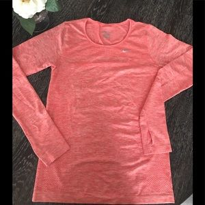 Tops - Nike Womans Top Sz S